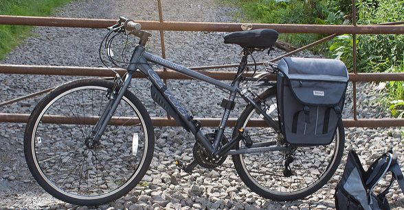 Hybrid bike with a pannier rack
